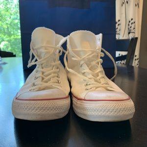 Converse Shoes - Converse!! White like new!! Men's size 10.5!